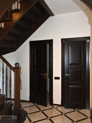 Двери деревянные из массива