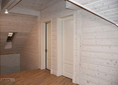 Двери из массива дерева трехфиленчатые со стеклом