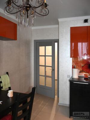Двери деревянные из массива со стеклом