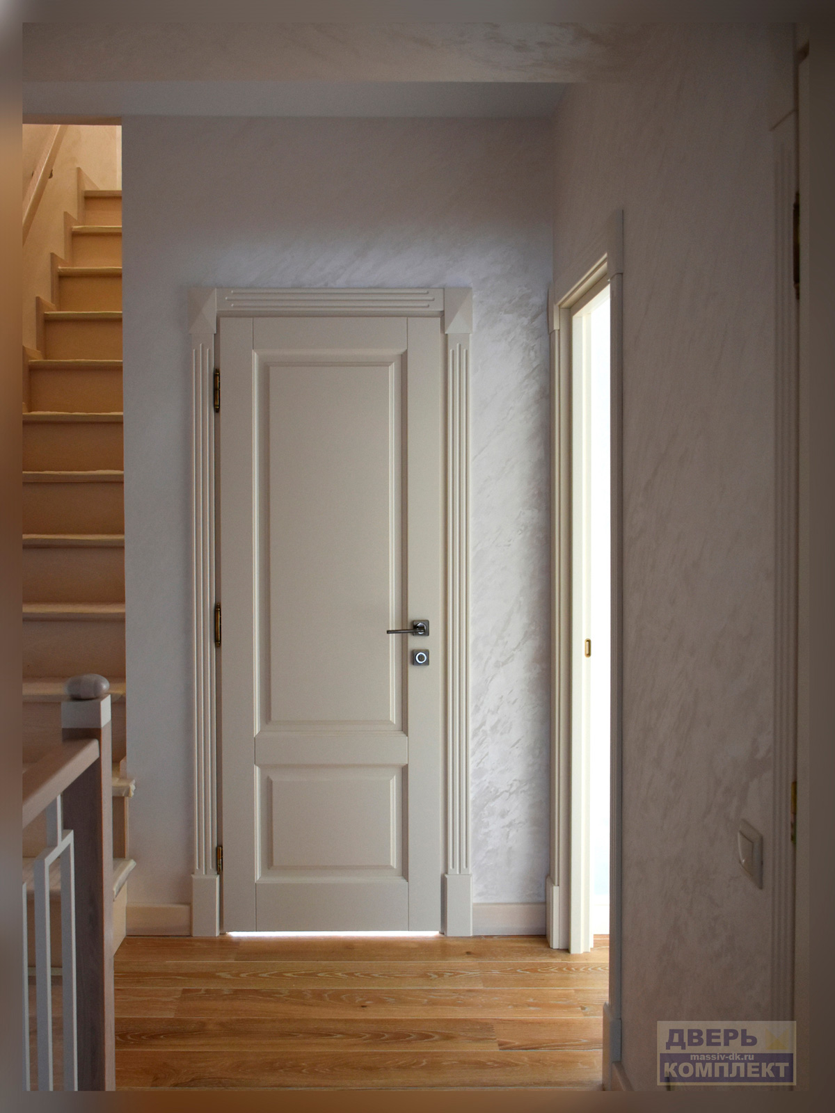 Дверь из массива дерева Альта в интерьере